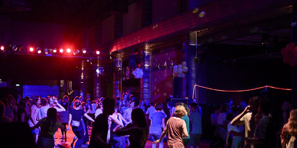 Die andere Tanzparty: Flugfisch Ball mit Dance Mob und Performances